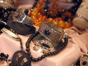 Productos de galicia artesania en plata y azabache